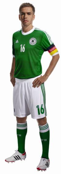 Philipp Lahm im neuen DFB Auswärtstrikot 2012