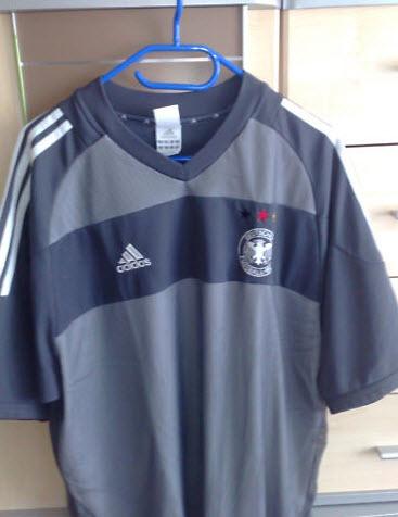 Das graue WM 2002 Trikot