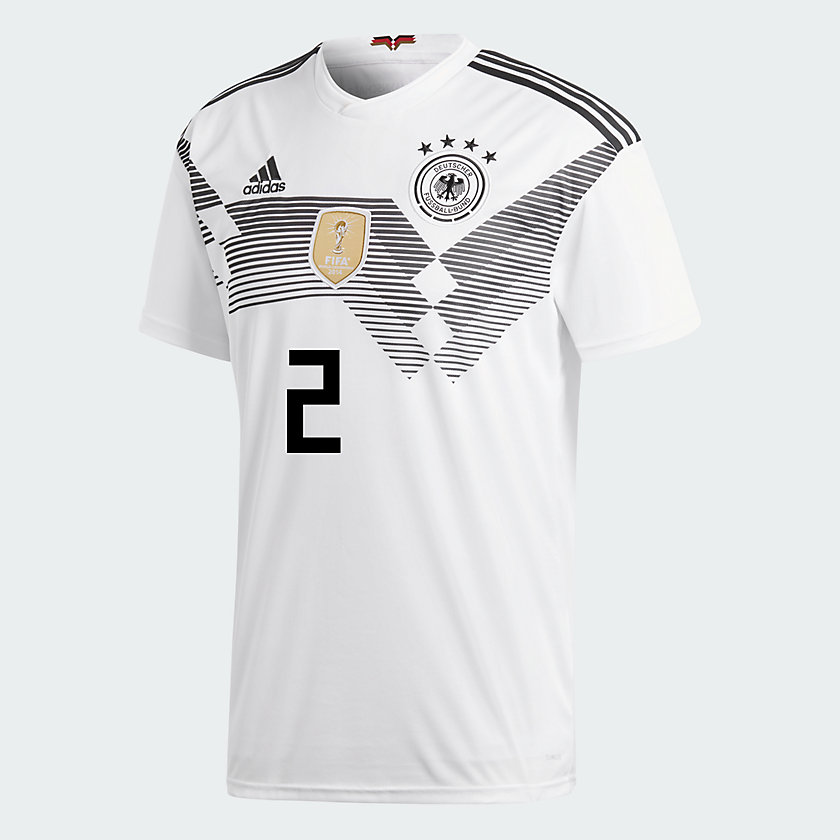 DFB Trikot mit der Nummer 2 von Mustafi