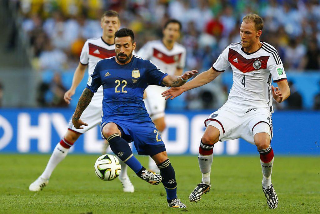 Benedikt Höwedes bei der WM 2014 im DFB-Trikot mit der Nummer 4 (Fot Shutterstock)