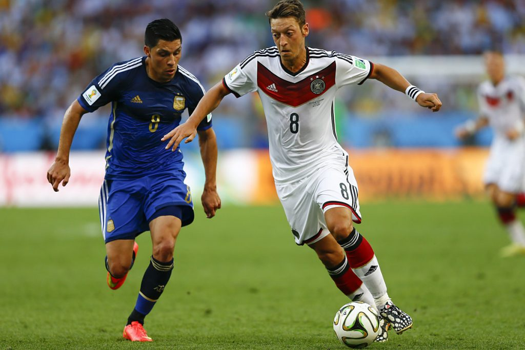 Mesut Özil bei der WM 2014 mit der Trikotnnummer 8, die nun Toni Kroos trägt. Özil hat nun die Nummer 10. (Foto shutterstock)