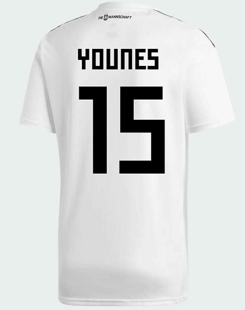 Das DFB Trikot von Amin Younes mit der Nummer 15 auf dem Rücken.