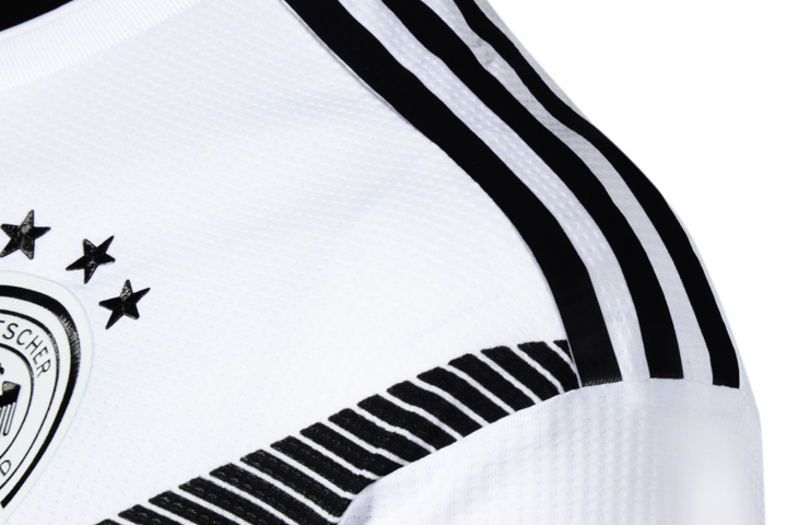 Das DFB Authentic Trikot im Detail: Gedruckt statt gestickt!