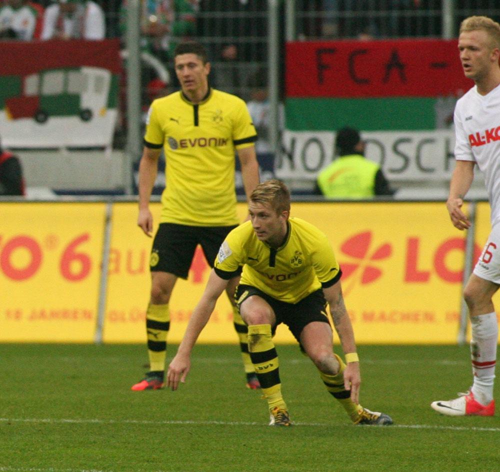 Marco Reus 2014 im BVB Trikot, im Hintergrund Robert Lewandowski (Foto Sport-in-augsburg)