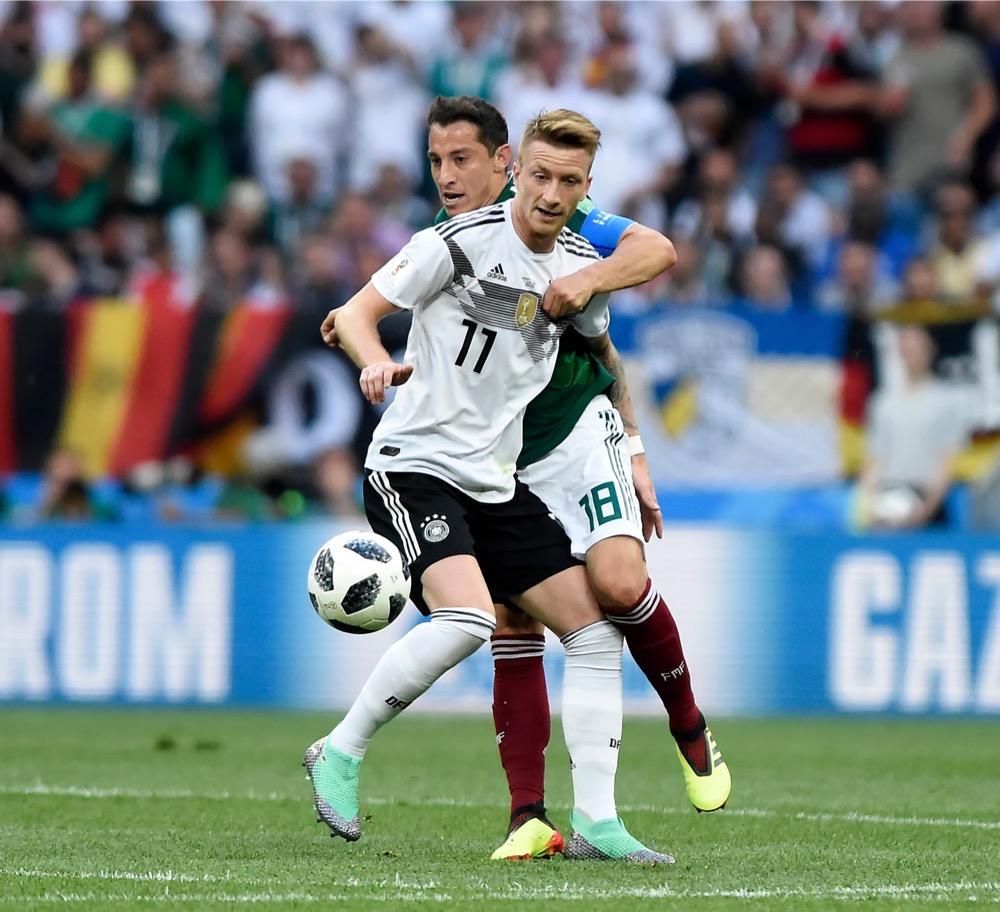 Marco Reus mit der Nummer 11 auf dem Deutschland Trikot gegen Mexiko beim 1.Gruppenspiel bei der Fußball WM 2018 - Deutschland verliert im weißen WM-Trikot mit 0:1. (Marco Iacobucci EPP / Shutterstock.com)