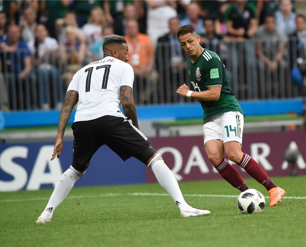 Jerome Boateng mit der Nummer 17 auf dem Deutschland Trikot gegen Mexiko beim 1.Gruppenspiel bei der Fußball WM 2018 - Deutschland verliert im weißen WM-Trikot mit 0:1. (Marco Iacobucci EPP / Shutterstock.com)