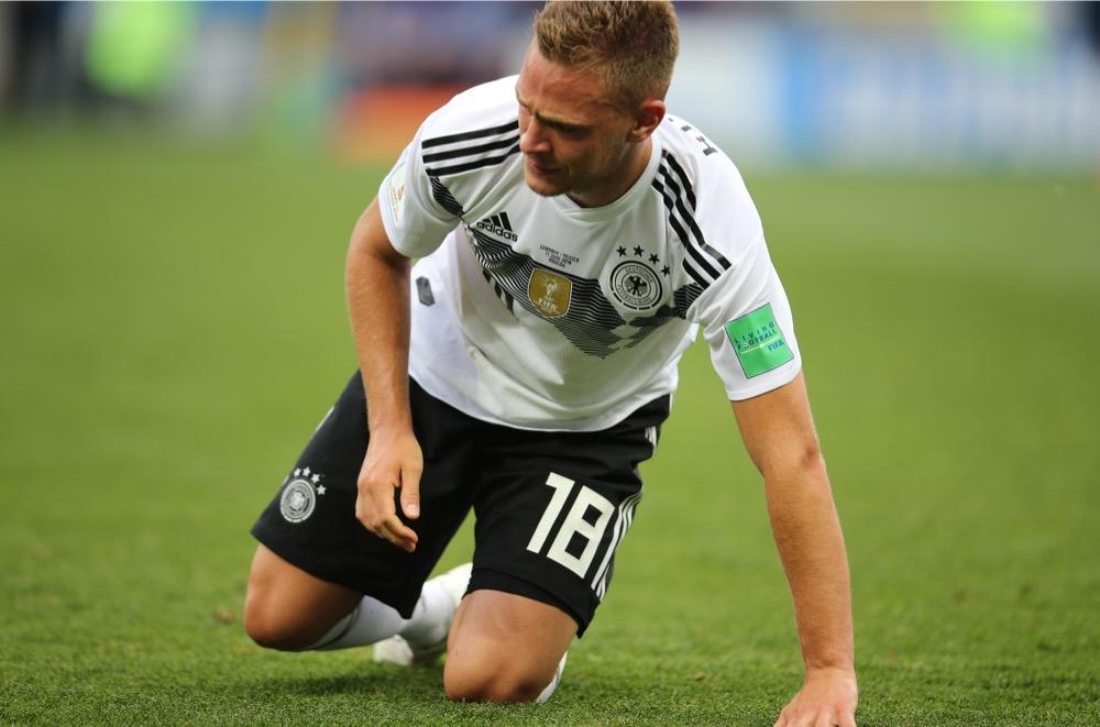 Joshua Kimmich mit der Nummer 18 auf dem Deutschland Trikot gegen Mexiko beim 1.Gruppenspiel bei der Fußball WM 2018 - Deutschland verliert im weißen WM-Trikot mit 0:1. (Marco Iacobucci EPP / Shutterstock.com)