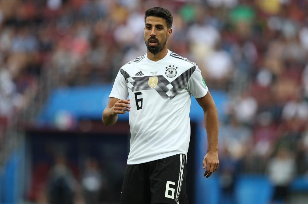 Sami Khedira mit der Nummer 6 auf dem Deutschland Trikot gegen Mexiko beim 1.Gruppenspiel bei der Fußball WM 2018 - Deutschland verliert im weißen WM-Trikot mit 0:1. (Marco Iacobucci EPP / Shutterstock.com)