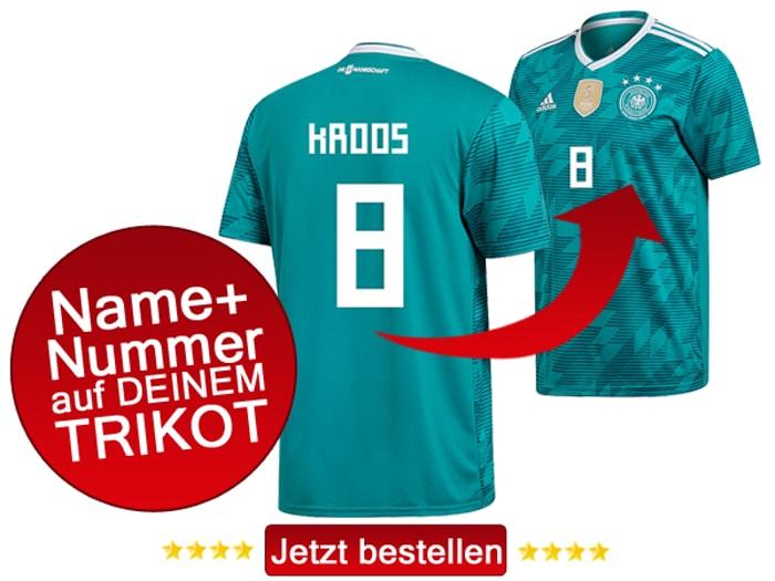 Das neue grüne Awaytrikot 2018 von adidas, hier mit Beflockung von Toni Kroos mit der Rückennummer 8.